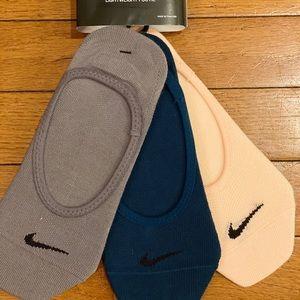NWT Nike Everyday Lightweight Footie 3 Pair Pack